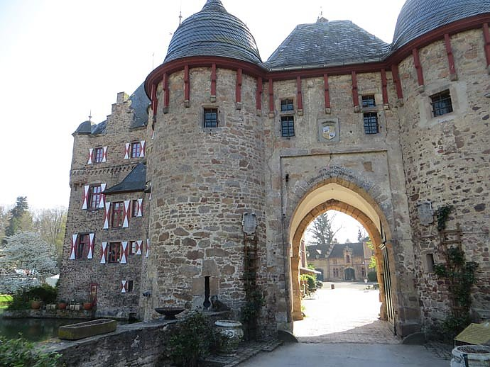 Burg Im Mittelalter Arbeitsblatt : Burg satzvey mittelalterliche wasserburg in mechernich